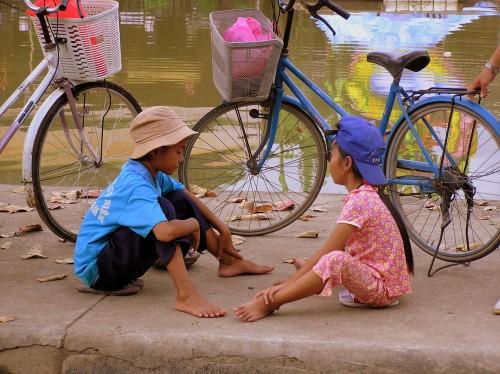 Children's game with stones in Vietnam (pic: Natasha von Geldern)