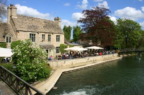 Oxfordshire pub, England