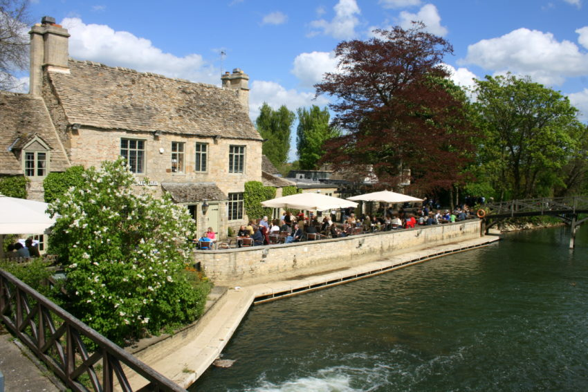 Travel in England: English pubs
