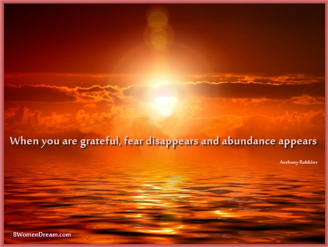 8 Uplifting Gratitude Picture Quotes for Dreamers: Anthony Robbins quote about gratitude and abundance